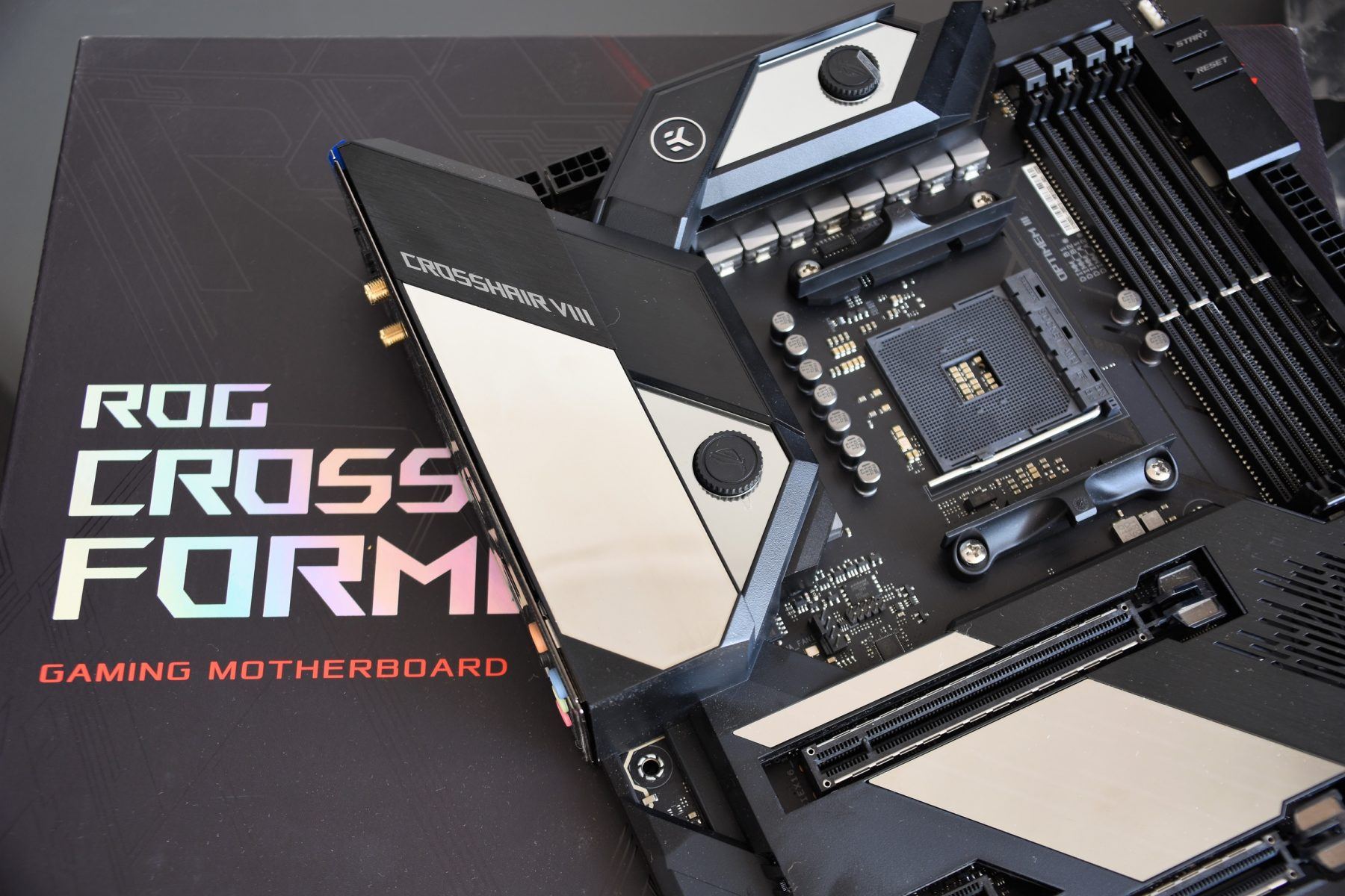 Review ROG CROSSHAIR VIII FORMULA [AM4 – X570] – Specs | Details | Overclocking