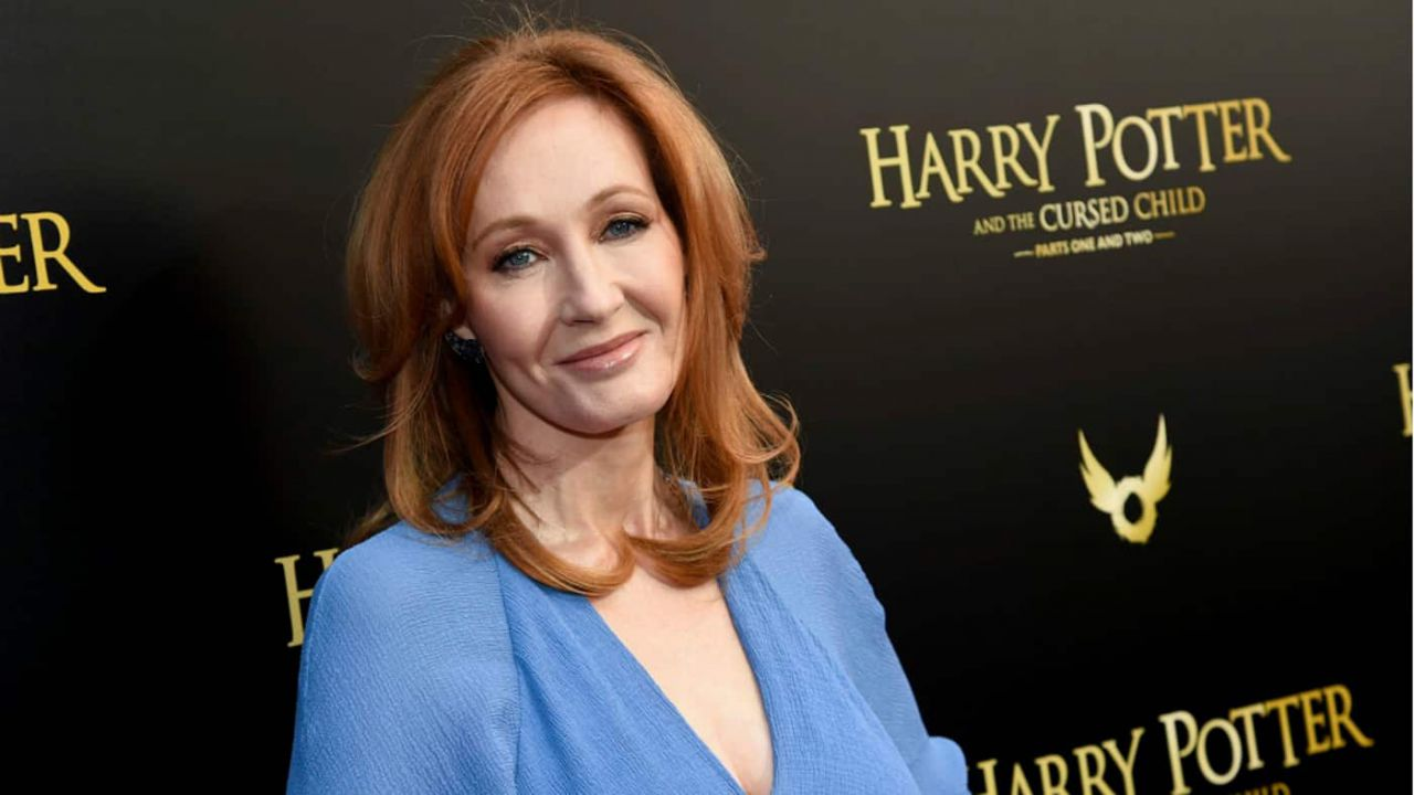 JK Rowling asks about Bitcoin. Twitter surprises her