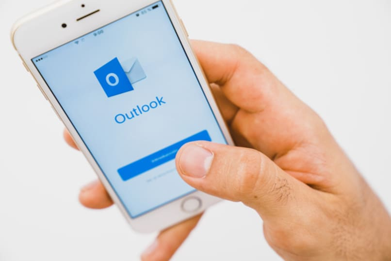 Outlook account on phone